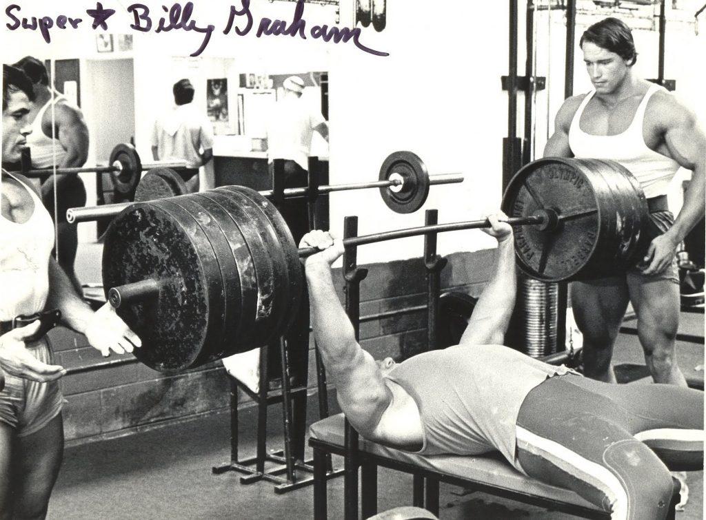 Неправильно подобранный вес для тренировки бицепсов.
