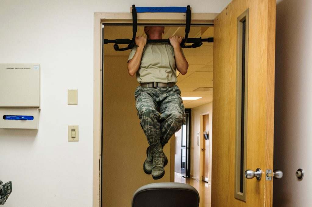 Тренировка грудных мышц дома на тренажёрах.