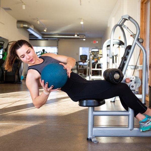 Упражнение для прокачки наружной косой и внутренней косой мышцы.